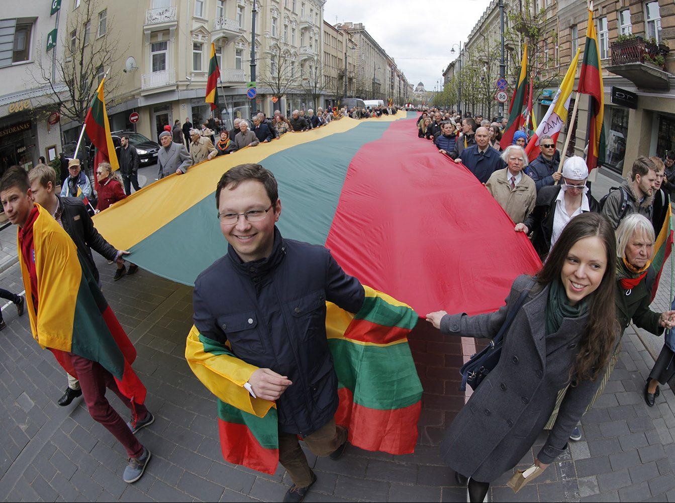 """""""Tautos forumas"""", pagerbdamas trispalvės 100 metų sukaktį, protestuoja prieš Lietuvos ištautinimą bei išvalstybinimą   Alkas.lt, V. Daraškevičiaus nuotr."""