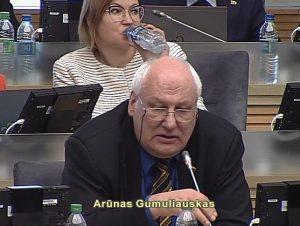 Už LLRA teikiamas Švietimo įstatymo pataisas balsuoti viešai agitavo tik vienas Seimo narys Arūnas Gumuliauskas | Alkas.lt ekrano vaizdo nuotr.