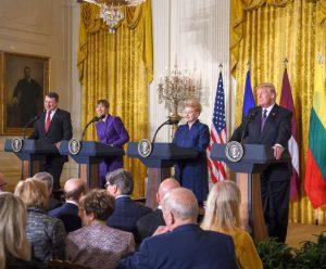 Baltijos šalių vadovai Baltuosiuose rūmuose susitiko su Jungtinių Amerikos Valstijų Prezidentu Donaldu Trampu | lrp.lt, R. Dačkaus nuotr.