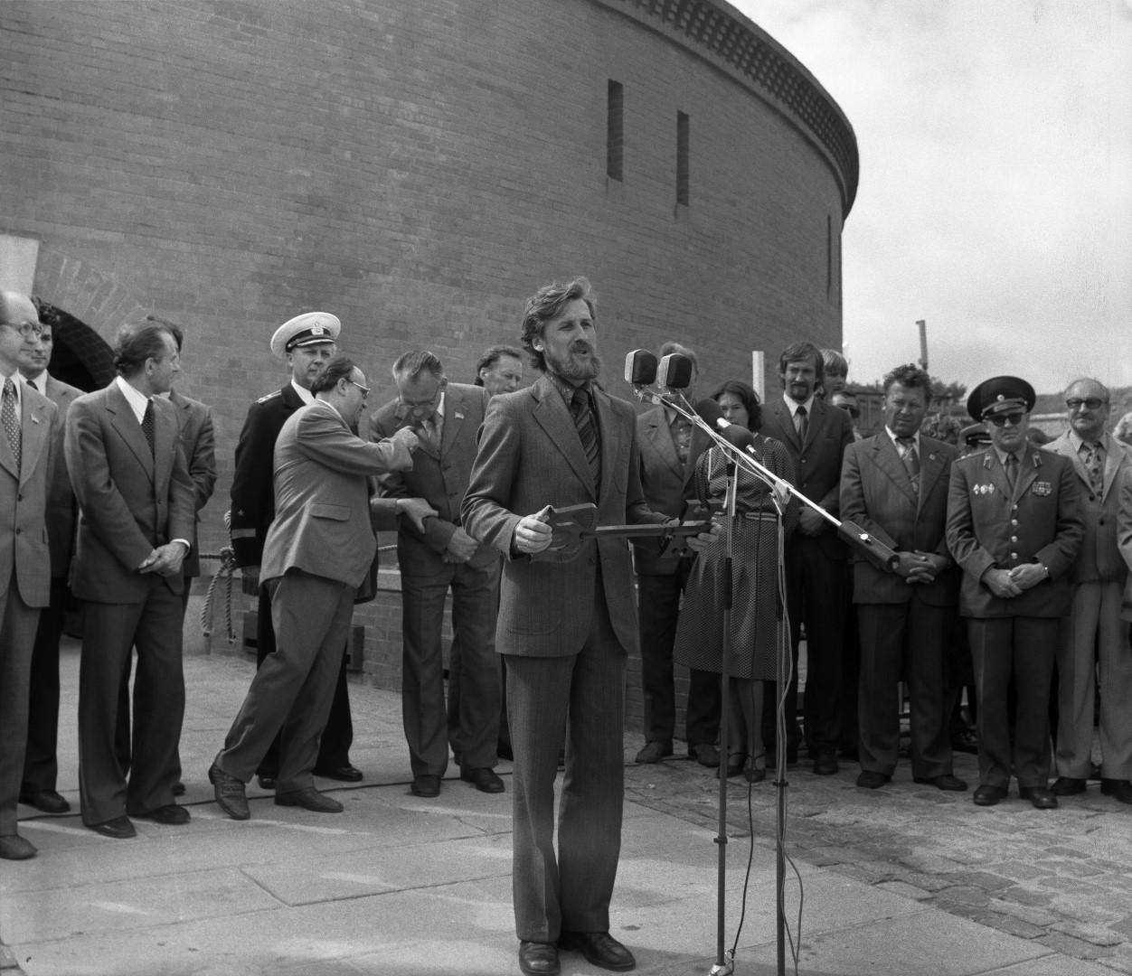 Lietuvos jūrų muziejaus atidarymas, 1979 07 28. Prie mikrofono A.Každailis | ljm.lt nuotr.