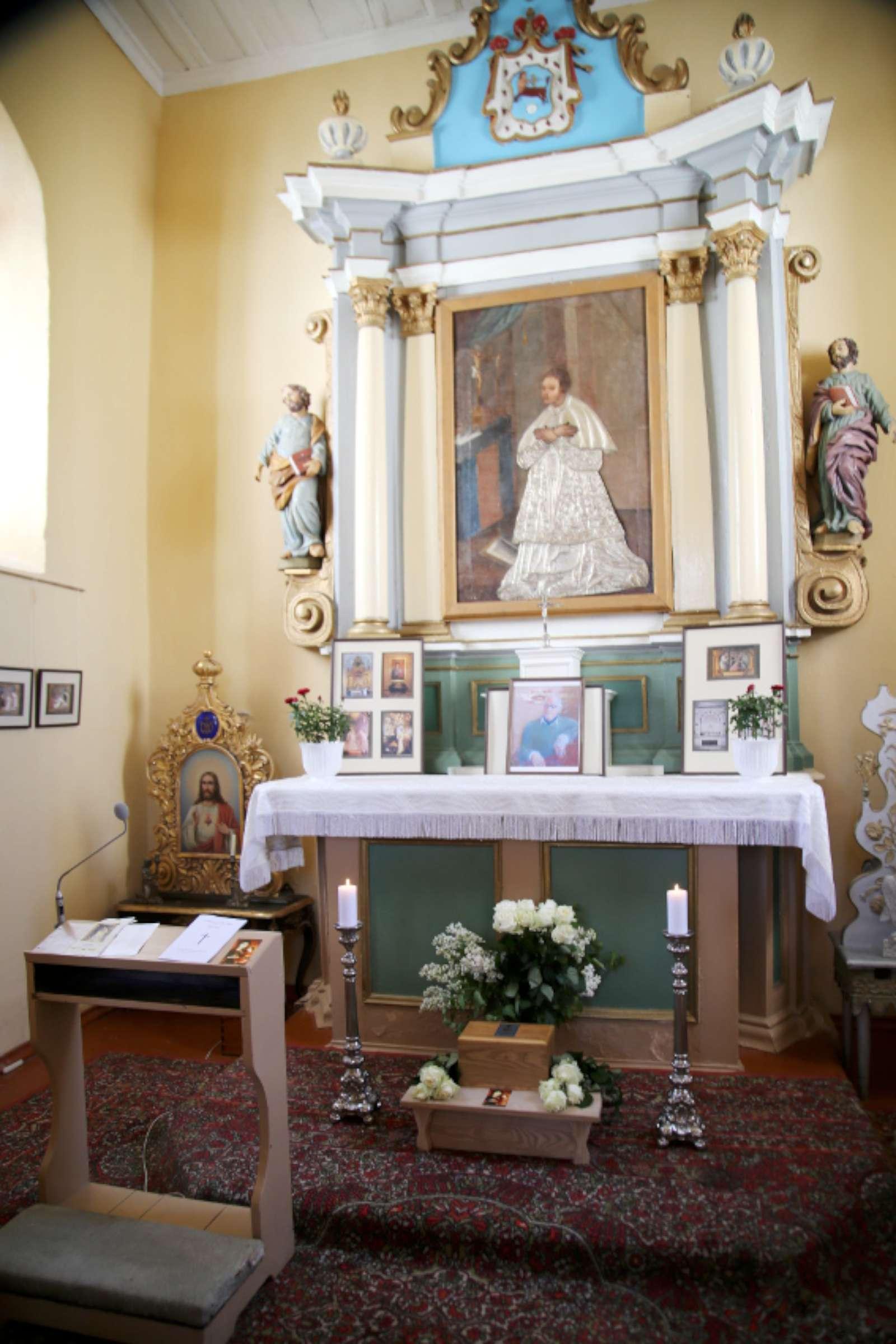 Iki birželio 2 d. Mykolo Jono Henriko Giedraičio urna saugoma Giedraičių koplyčioje | Rengėjų nuotr.