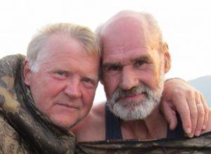 Vytautas Račickas su Antanu Vaišnoru (dešinėje) plaukia Tunguskos upe. Antano Vaišnoro | Asmeninio albumo nuotr.