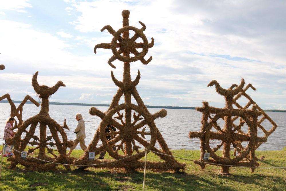 Šiauliečiai trumpiausią naktį palydėjo prie Rėkyvos ežero | E. Varkalienės nuotr.