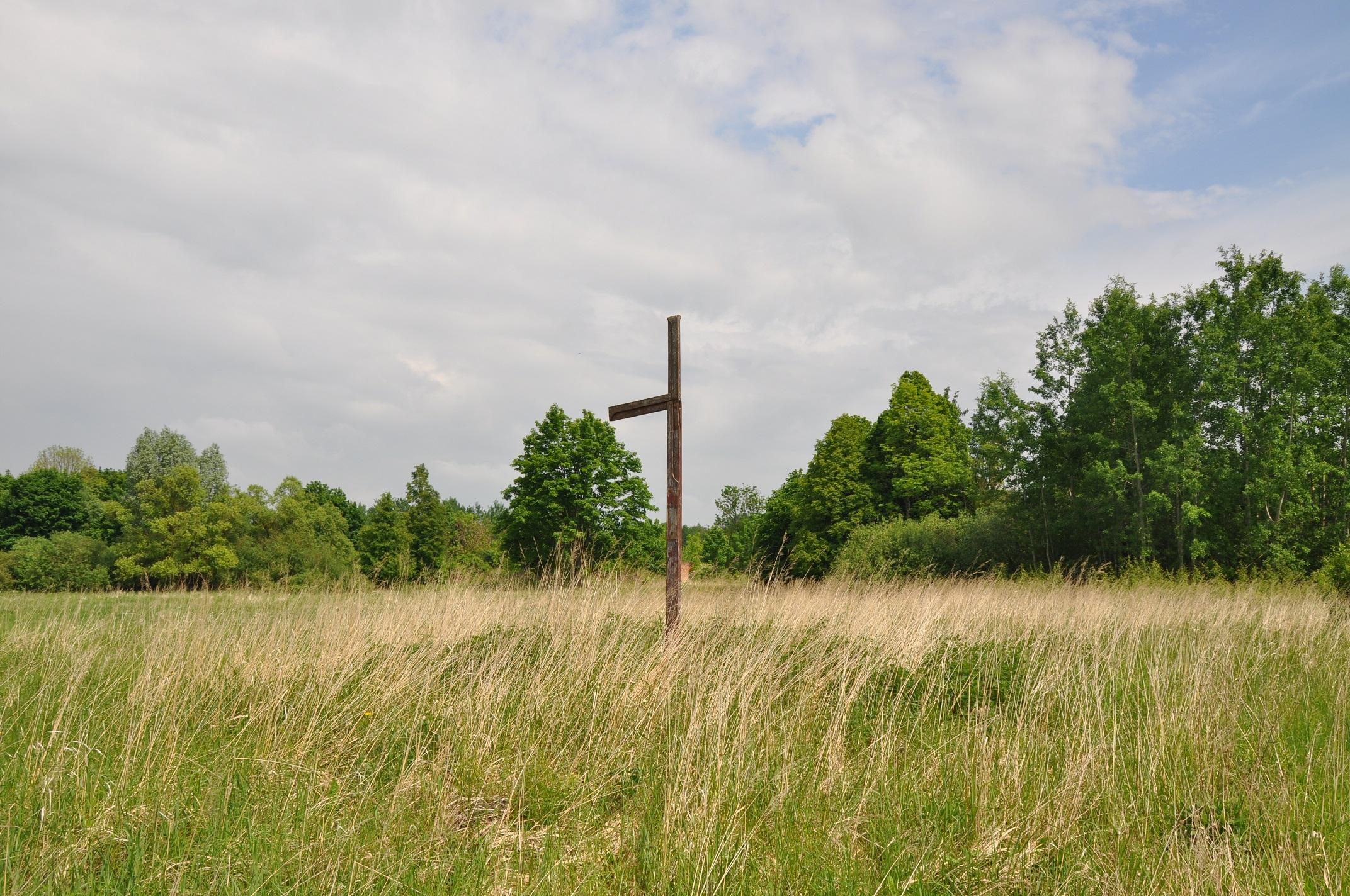 Kryžius buvusios bažnyčios vietoje   superkeliones.lt nuotr.