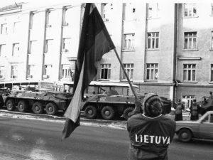 Radijo pastatas S. Konarskio g., Vilniuje 1991 m. sausio 13 d. | lrt.lt nuotr.