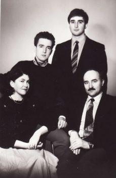 Mano šeima 1989 m. Iš kairės sėdi žmona Valentina, aš – Vladas Turčinavičius, stovi sūnūs Nodaris ir Remigijus | Šeimos nuotr.