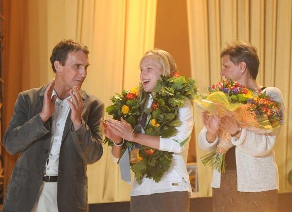 Olimpinio bronzos medalio laimėtojas, filosofas Arvydas Juozaitis, Londono olimpinėse žaidynėse aukso medalį iškovojusi plaukikė Rūta Meilutytė ir 1980 metų olimpinių žaidynių plaukimo čempionė Lina Kačiušytė (dešinėje) | Respublika.lt nuotr.