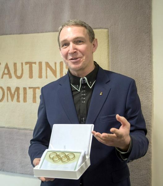 Lietuvos persitvarkymo Sąjūdžio pradininkas, filosofas Arvydas Juozaitis - įteiktas olimpinių žiedų apdovanojimas | Respublika.lt nuotr.
