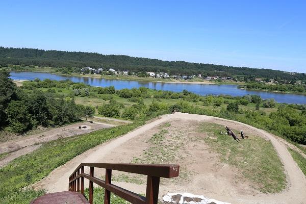 Tvarkomas Pyplių piliakalnis: jau atsivėrė Nemuno ir Nevėžio santaka, Raudondvario bokštai   Kauno rajono savivaldybės nuotr.