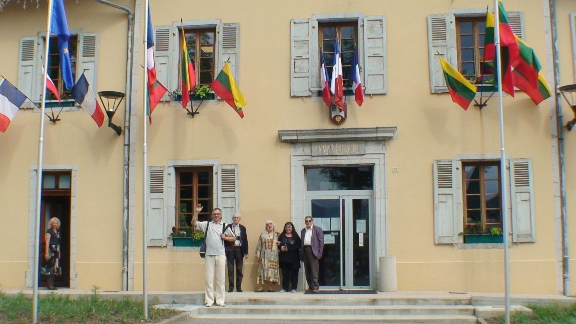 Mažame Taninges miestelyje tarp Prancūzijos vėliavų kabojo daug trispalvių | Lietuvos kampanologų draugijos nuotr.