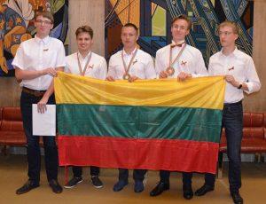 Tarptautinės fizikų olimpiados Lisabonoje dalyviai   lmnsc.lt nuotr.