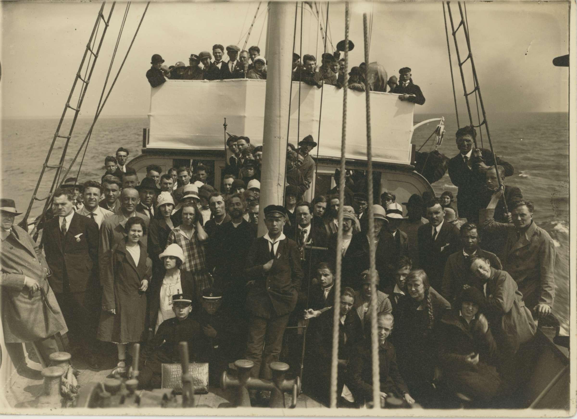 Išvykoje Baltijos jūroje su Tilžės Lietuvių giedotojų ir Klaipėdos Aidos draugijomis Apie 1930 m. | Archyvinė nuotr.
