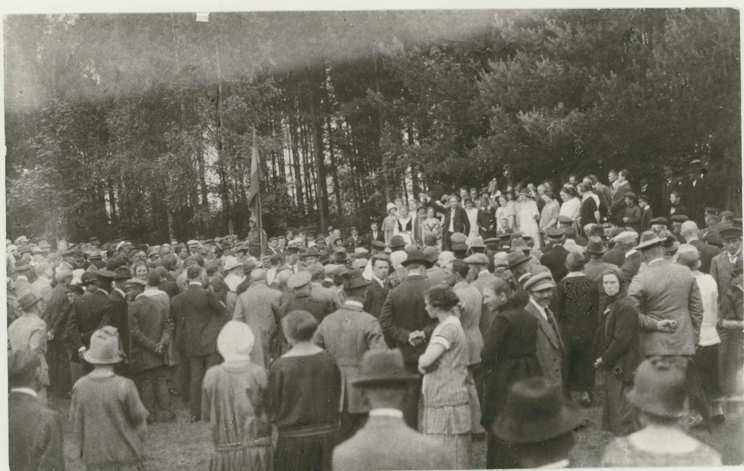 Vydūnas kalba Joninių šventėje ant Rambyno kalno. Apie 1930 m. | archyvinė nuotr.