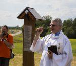 Paminklą pašventino Ukmergės Šv. Trejybės bažnyčios kunigas Šarūnas Petrauskas    V. Svalbono nuotr.