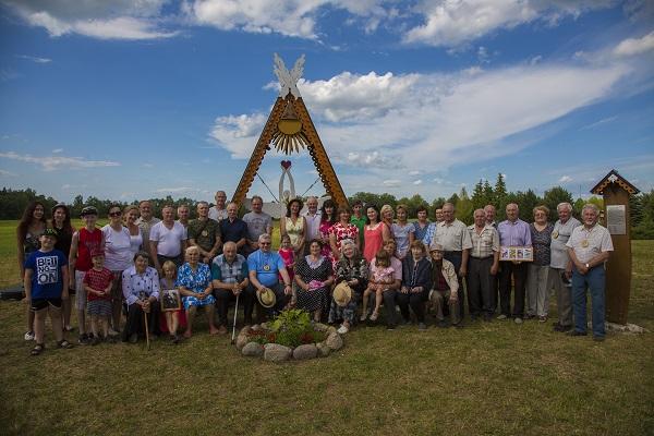 Gausiai į renginį susirinko buvę ir dabar jame gyvenantys Toliūnų kaimo žmonės | V. Svalbono nuotr.