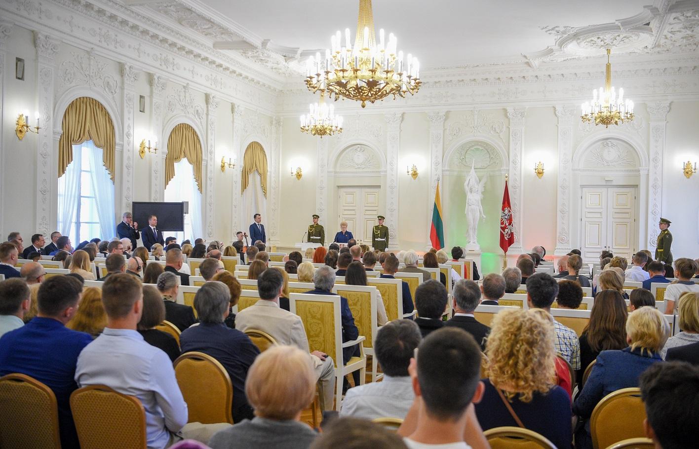 Valstybės dieną prezidentūroje įteikiami apdovanojimai | lrp.lt nuotr.