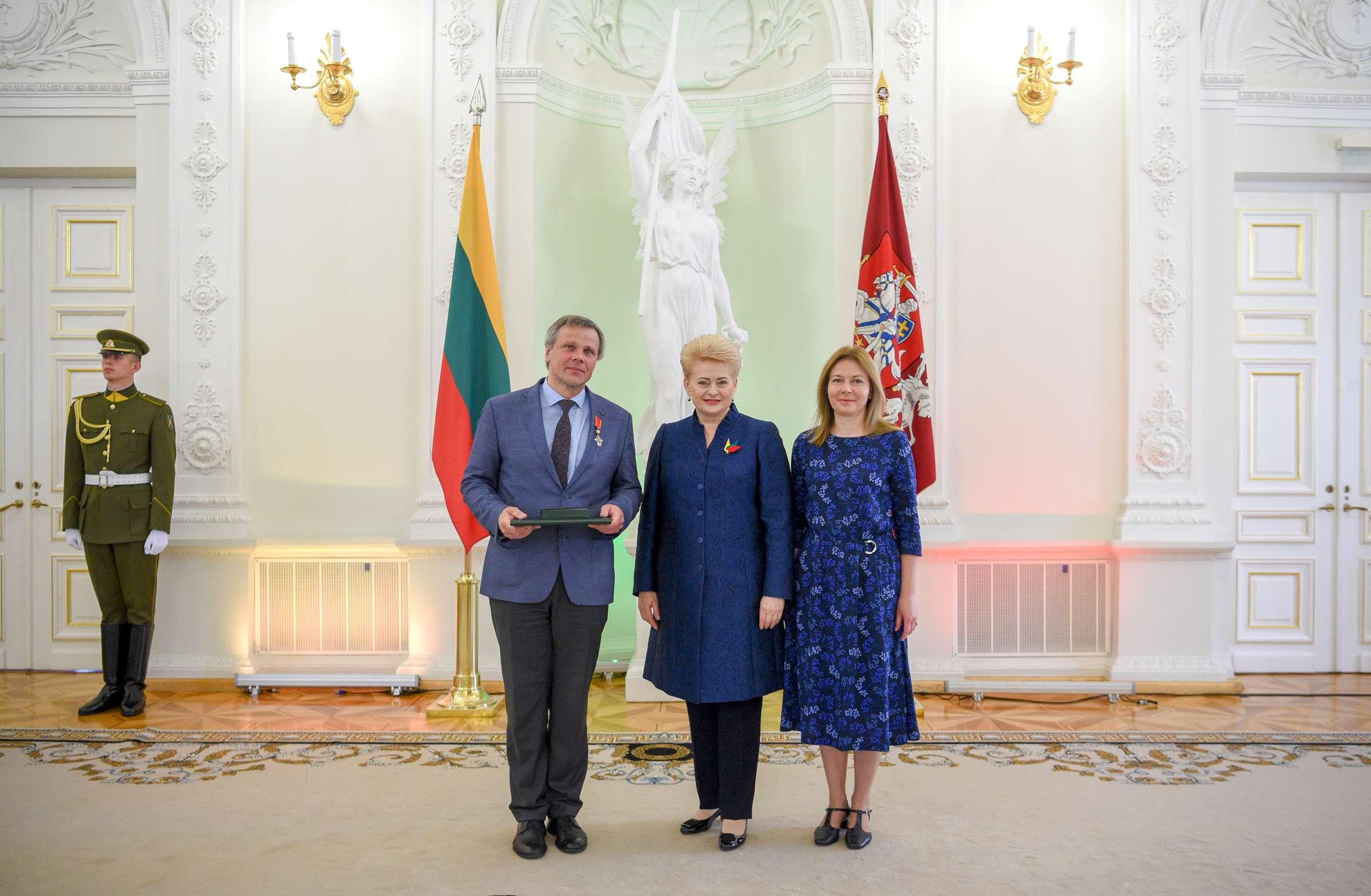 Europos parko įkūrėjui Gintarui Karosui įteiktas valstybės apdovanojimas | lrp.lt nuotr.