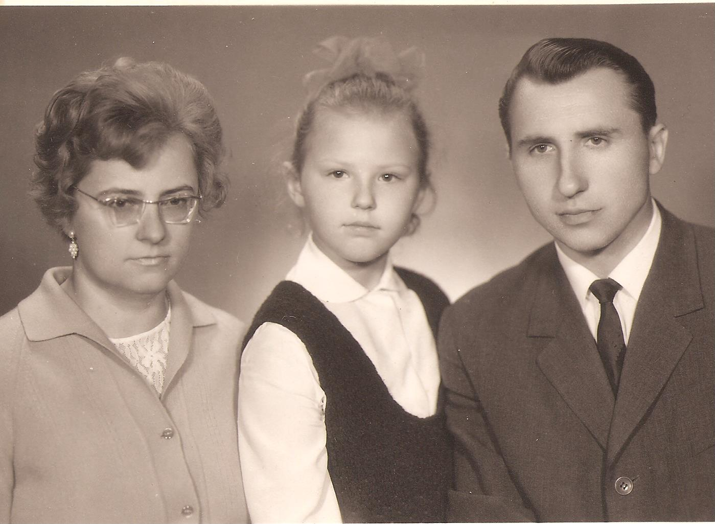 Zofija ir Algirdas Vaškevičiai su dukra Rasa. 1970 m. | Asmeninio albumo nuotr.