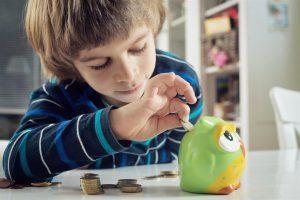 """Šeimos psichologas: kaip elgtis, kai finansai neleidžia patenkinti visų vaiko poreikių?   """"Credit24"""" nuotr."""