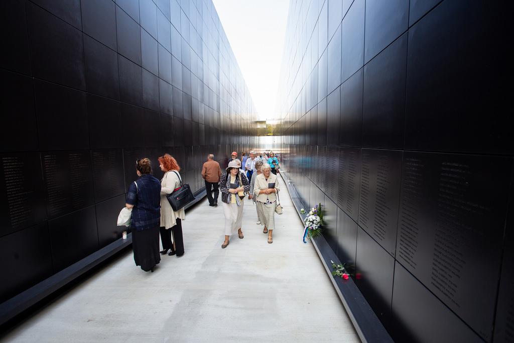 Memorialo koridoriuje išgraviruoti komunizmo aukų vardai | B. Puzinavičiaus nuotr.