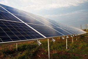 Saulės energija – būdas ne tik gaminti elektrą, bet ir palaikyti ryšį su civilizacija | Pixabay nuotr.