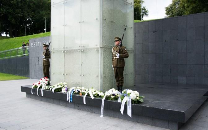 Karių Garbės sargyba prie Nepriklausomybės paminklo Taline | wikipedia.org nuotr.