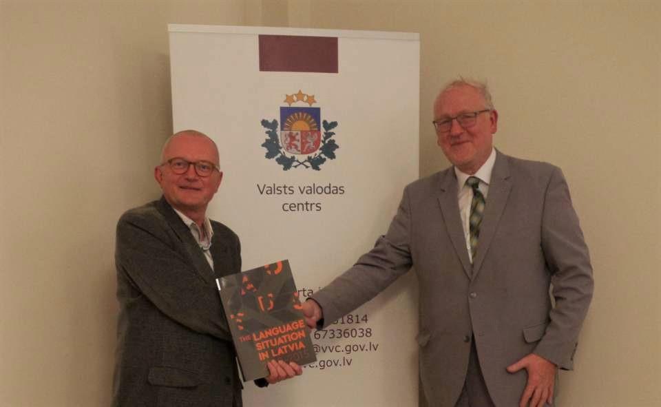 Audrys Antanaitis Rygoje susitikime su latvių Valstybinės kalbos centro pirmininku Mariumi Baltiniu | Alkas.lt, J. Vaiškūno nuotr.