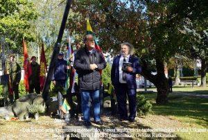 Lukšiuose prie tremtinių memorialo, vietos seniūnui ir tautodailininkui Vidui Cikanai padėkos žodį taria LPKTS pirmininkas Gvidas Rutkauskas | A. Grigaitienės nuotr.