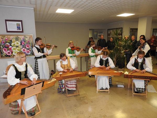 Seime pristatyta ignalinietės tapybos darbų paroda tapo bendro džiaugsmo švente | Ignalinos rajono savivaldybės nuotr.