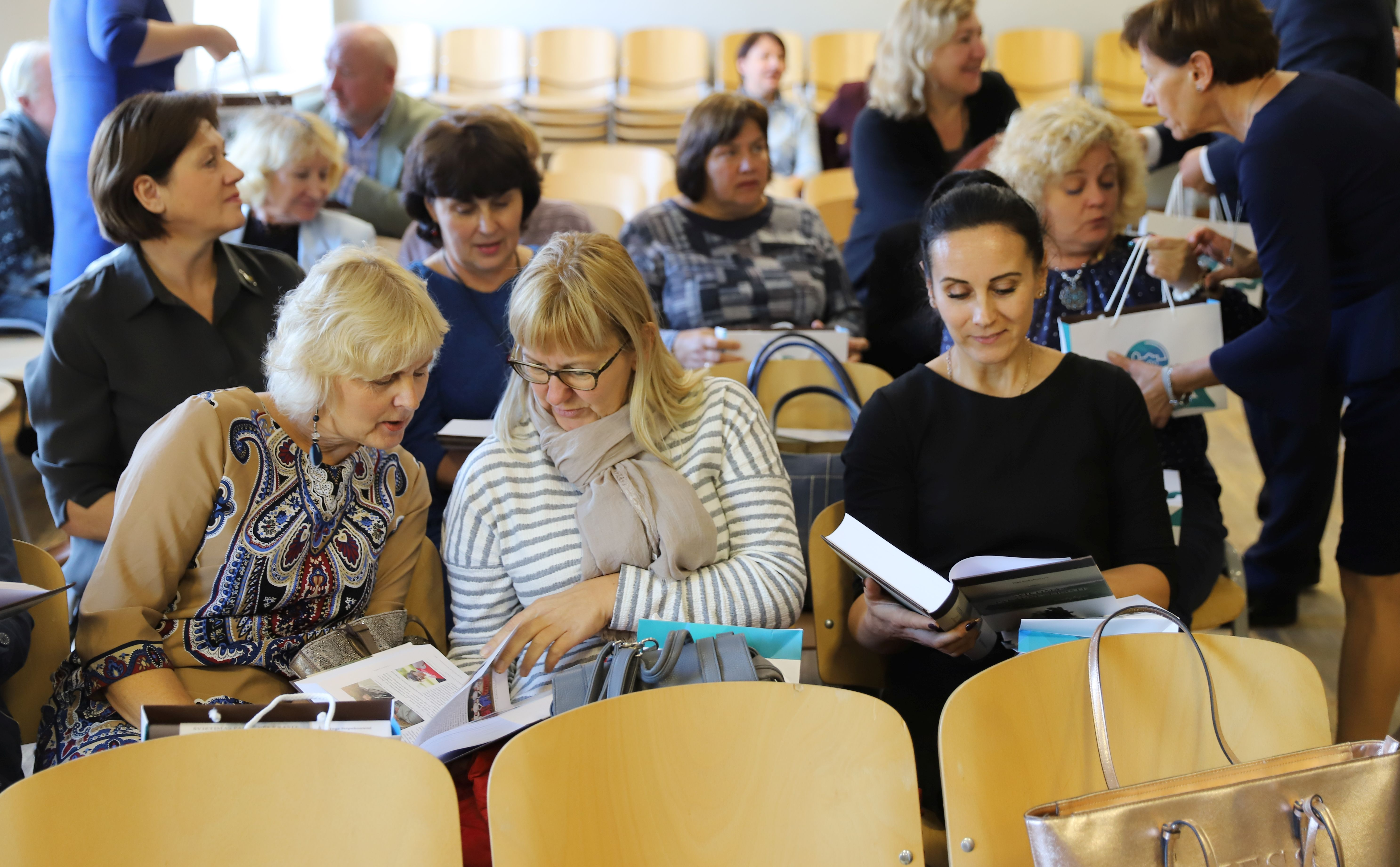 Knyga apie švietimą Pakaunės krašte keliauja į mokyklas | Kauno rajono savivaldybės nuotr.