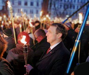 Arvydas Juozaitis Latvijos 100-mečio deglų eitynėse 2018 m. | A. Stalilionio nuotr.