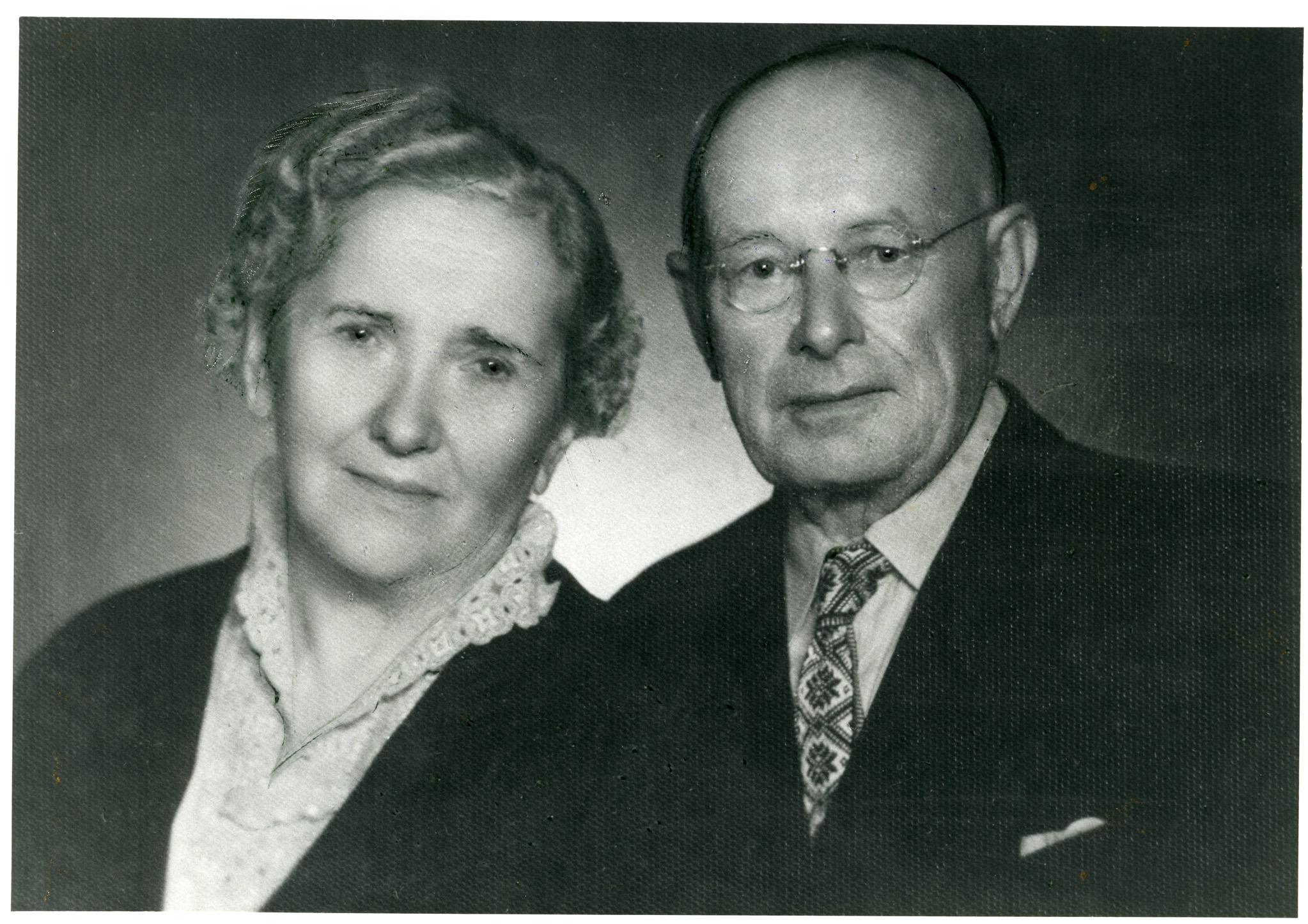 Aleksandras Stulginskis su žmona Ona sugrįžę į Lietuvą po ilgų kalinimo lageriuose ir tremtyje praleistų metų. Apie 1958 m. | Okupacijų ir laisvės kovų muziejaus nuotr.