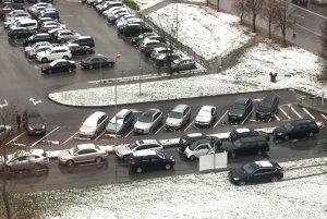 Automobilių stovėjimas Santariškėse | sam.lt nuotr.
