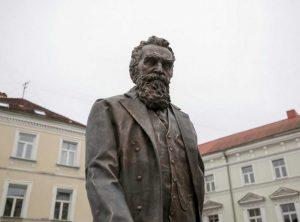 Paminklas J. Basanavičiui Vilniuje | Vilniaus miesto savivaldybės nuotr.