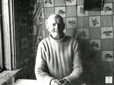 Pranas Ribkauskas iš Žvirblaičių k. (Alsėdžių apyl., Plungės r.). | V. Vaitkevičiaus nuotr., 1995m.