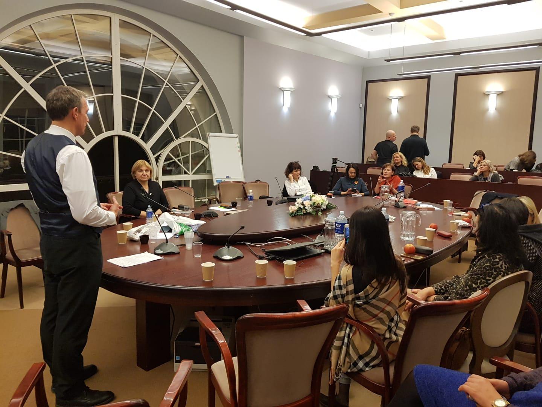 dr. Arvydas Juozaitis aplankė ministrės per naktį laukiančius mokytojus | Alkas.lt nuotr.