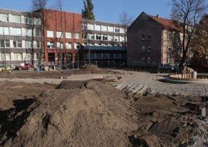 PROCESAS. Šiuo metu yra atnaujinamas skveras tarp Puodžių ir Bokštų gatvių   E. Jankausko nuotr.