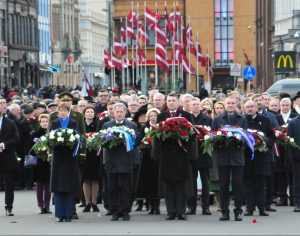 Latvijos Nepriklausomybės šimtmečio iškilmės. Gėles prie Laisvės paminko neša Estijos, Suomijos, Latvijos, Islandijos Prezidentai ir kiti valstybės pareigūnai | wikipedia.org nuotr.
