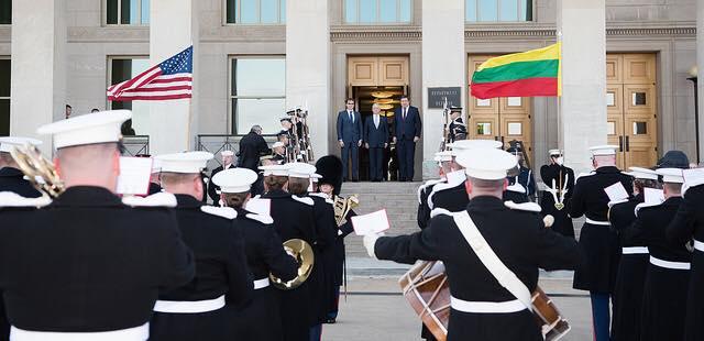 Lietuvos ir JAV gynybos ministrai sutarė parengti ilgalaikį bendradarbiavimo gynybos srityje planą | JAV Gynybos departamento nuotr.