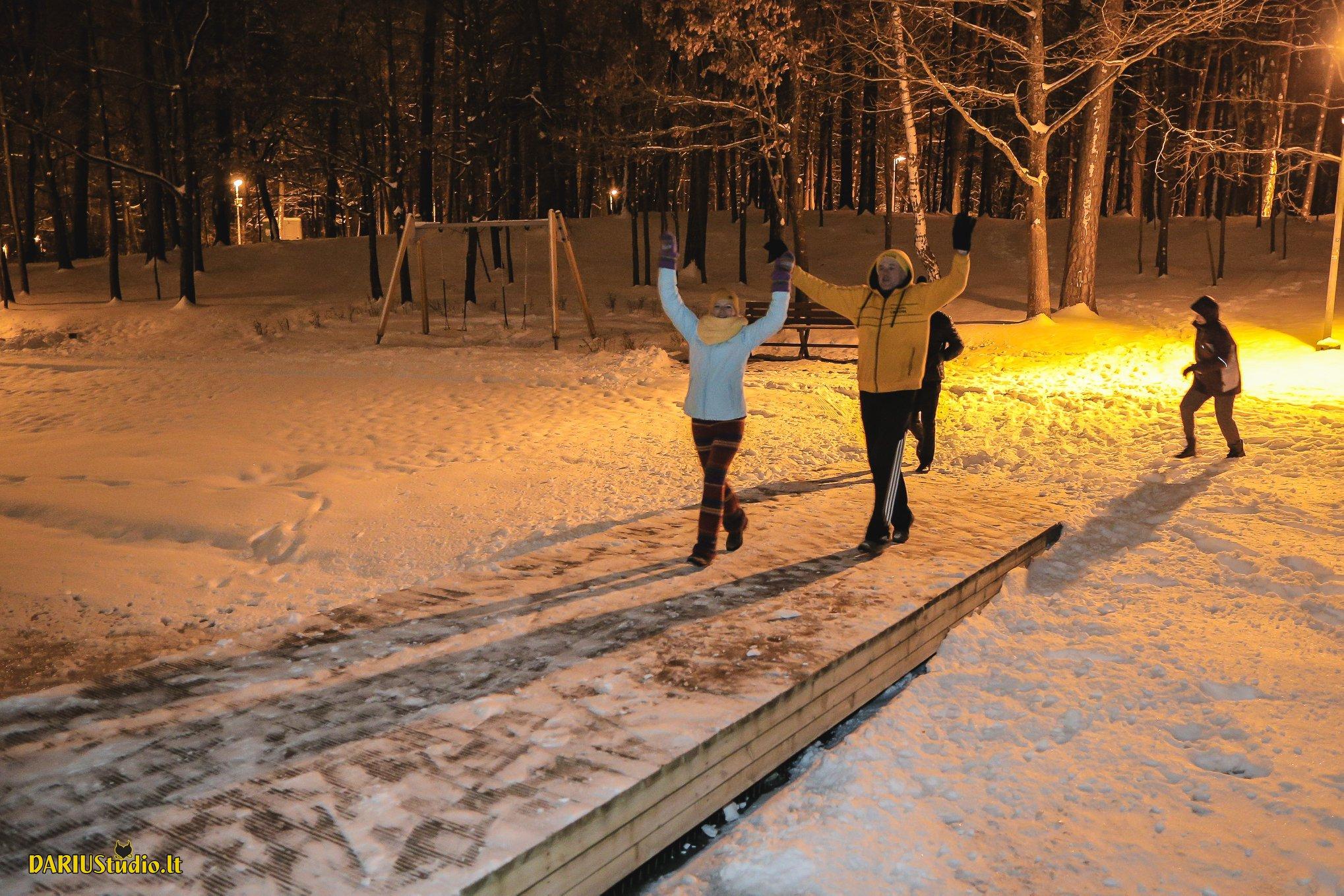 Maudynės žiemą po atviru dangumi – kenkia ar grūdina? | DARIUStudio.lt nuotr.