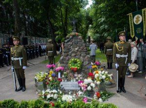Sovietinės okupacijos aukų pagerbimo iškilmės prie sovietinės okupacijos aukų atminimo paminklo | wikipedija.org nuotr.