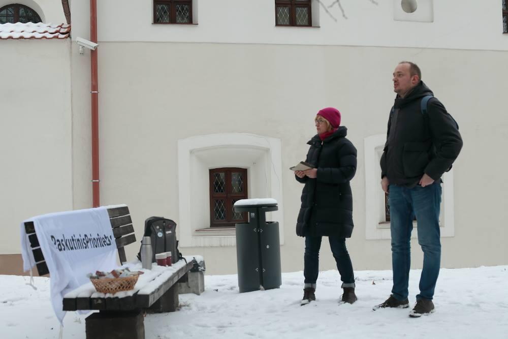 """Dėstytojai: doc. Rūta Žiliukaitė ir politologas Liutauras Gudžinskas, atstovaujantys """"Paskutinį prioritetą""""   M.Matulevičiaus nuotr."""