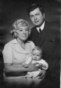 Rita Reda Dagienė su vyru Rimantu Dagiu ir sūnumi Giedriumi Dagiu Kaunas 1971 metais   LLBM nuotr.
