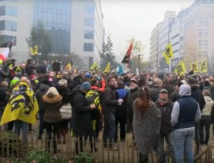 Briuselyje vyko protestas prieš kritikuojamą JT Migracijos paktą | stop kadras youtube.com