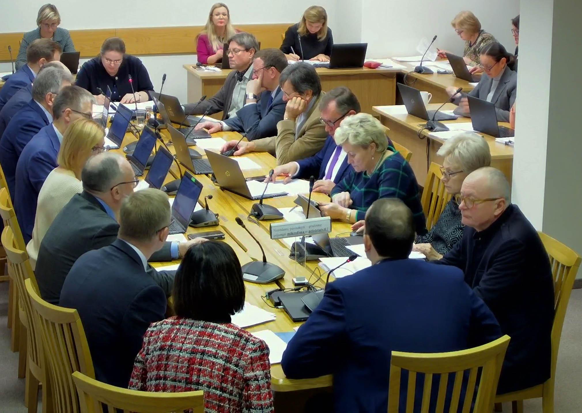 Seimo Teisės ir teisėtvarkos komitetas svarsto lietuviškų įmonių nelietuviškų pavadinimų įteisinimo klausimą | lrs.lt stop kadras