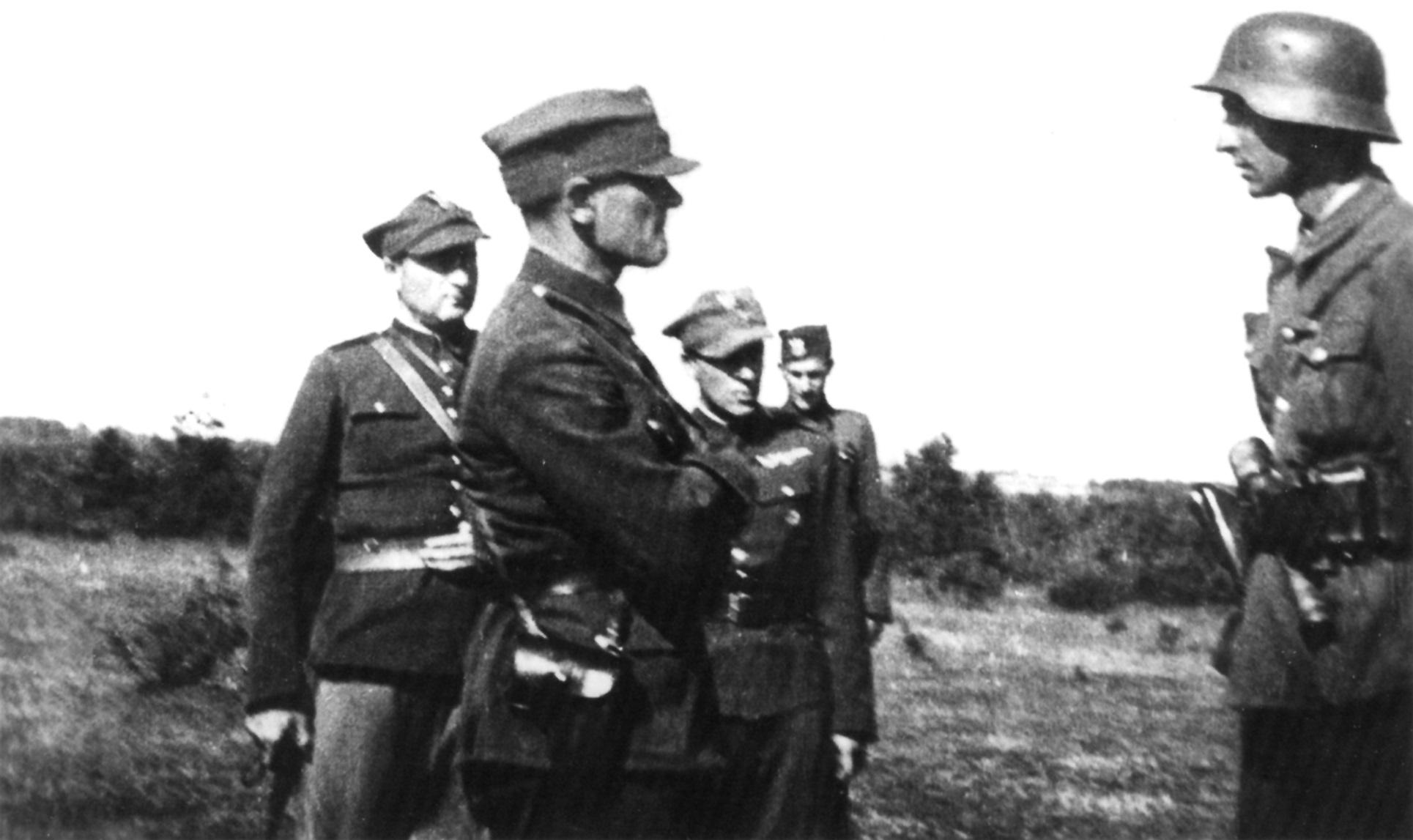 Vilniaus Abvero skyriaus viršininkas mjr. J. Christiansenas su sūnumi. 1942 m. pavasaris | Autoriaus asmeninio archyvo nuotr.