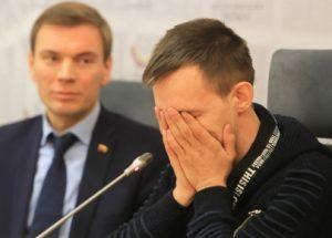 Mindaugas Puidokas ir įvaikinamos mergaitės brolis | I. Sidarevičiaus nuotr.