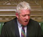 DB Bendruomenių rūmų pirmininkas Džonas Berkou (John Bercow) netveria džiaugsmu dėl parlamento sprendimo | youtube.com nuotr.