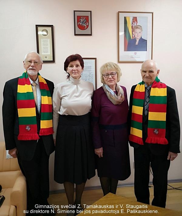 Gimnazijos svečiai Z. Tamakauskas ir V. Staugaitis su direktore N. Šimiene bei jos pavaduotoja E. Paškauskiene | E. Paškauskienės nuotr.
