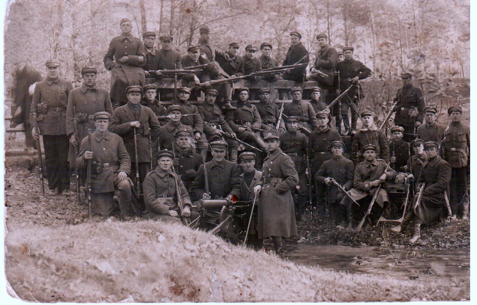 Jiezniečio savanorio Alekso Pranckevičiaus nuotraukoje 1919 m. savanoriai | Archyvinė nuotr.
